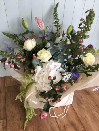 Deluxe handtied bouquet