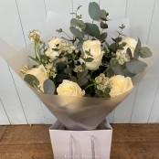 Luxury 6 White Rose handtie