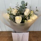 Luxury 12 White Rose handtie